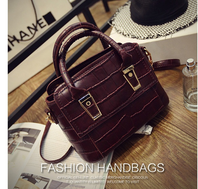 B1571 IDR.186.000 MATERIAL PU SIZE L25XH16XW13CM WEIGHT 700GR COLOR WINE.jpg