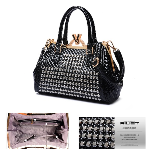 B1624 IDR.255.000 MATERIAL PU SIZE L31XH21XW12CM WEIGHT 900GR COLOR BLACK
