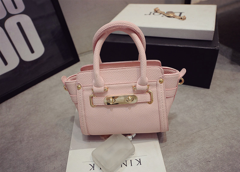B1649 IDR.195.000 MATERIAL PU SIZE L26XH17XW12CM WEIGHT 650GR COLOR PINK