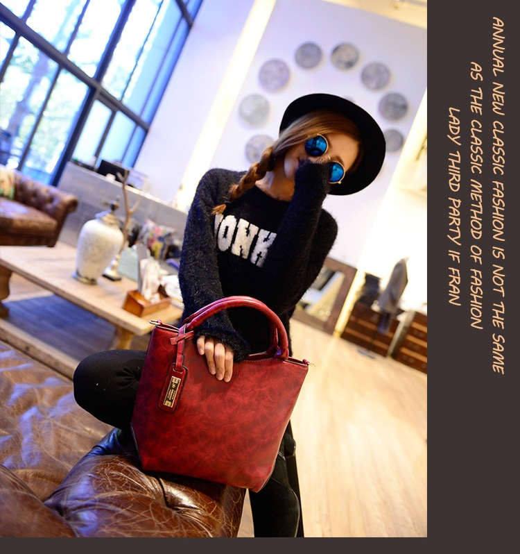 B1655 IDR.185.000 MATERIAL PU SIZE L27-22XH23XW12CM WEIGHT 700GR COLOR RED