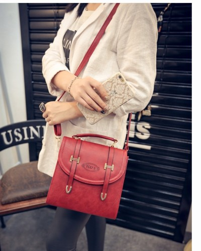 B1670 IDR.188.000 MATERIAL PU SIZE L23XH24XW13CM WEIGHT 700GR COLOR RED