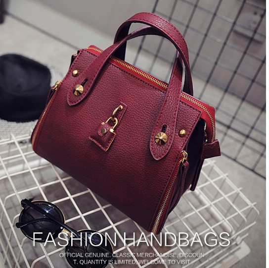 B1675 IDR.203.000 MATERIAL PU SIZE L19-24XH19XW13CM WEIGHT 700GR COLOR RED
