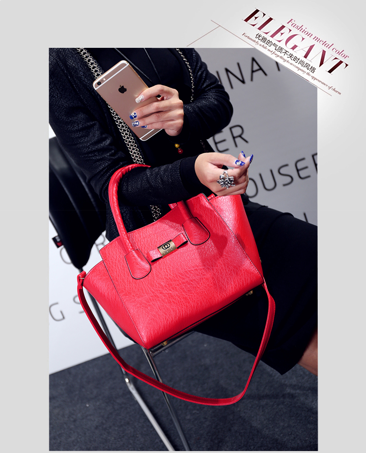 B1737 IDR.180.000 MATERIAL PU SIZE L26XH23XW15CM WEIGHT 700GR COLOR RED