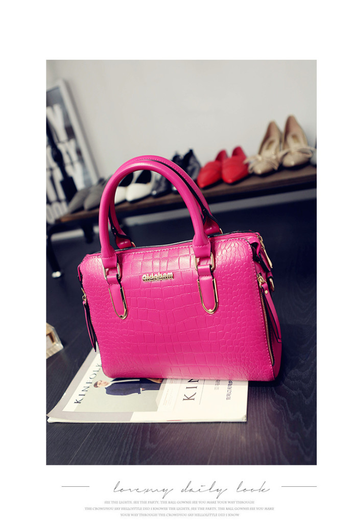 B1739 IDR.208.000 MATERIAL PU SIZE L30XH22XW12CM WEIGHT 800GR COLOR ROSE