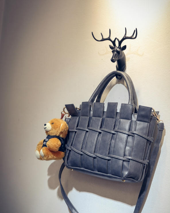 B1764 IDR.208.000 MATERIAL PU SIZE L28XH21XW10CM WEIGHT 850GR COLOR GRAY