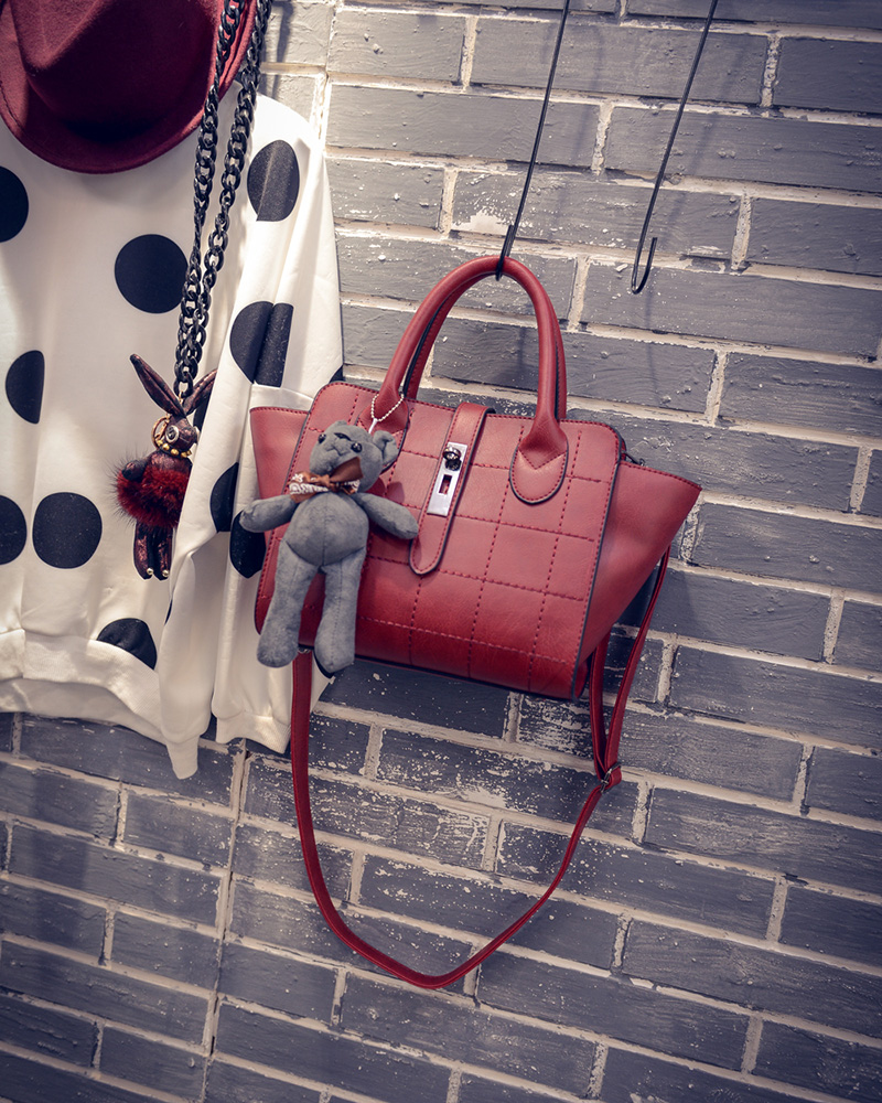 B1856 IDR.186.000 MATERIAL PU SIZE L24XH21XW15CM WEIGHT 800GR COLOR RED.jpg