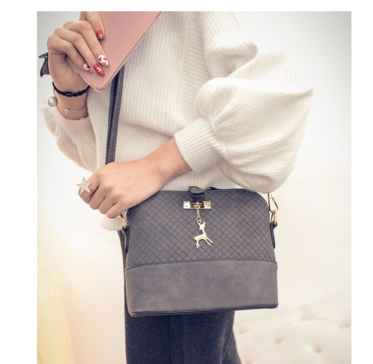 B1906 IDR.135.000 MATERIAL PU SIZE L22XH19XW10CM WEIGHT 400GR COLOR GRAY
