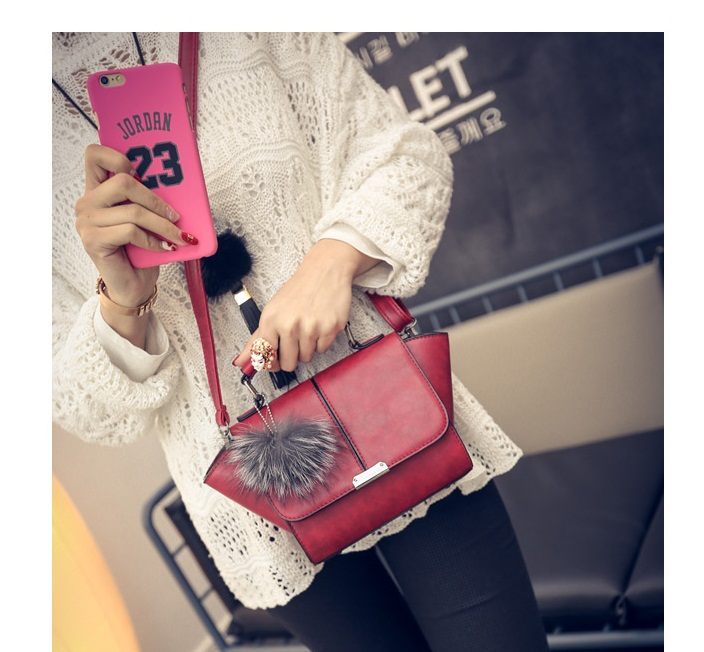 B1923 IDR.160.000 MATERIAL PU SIZE L18XH16XW9CM WEIGHT 600GR COLOR RED