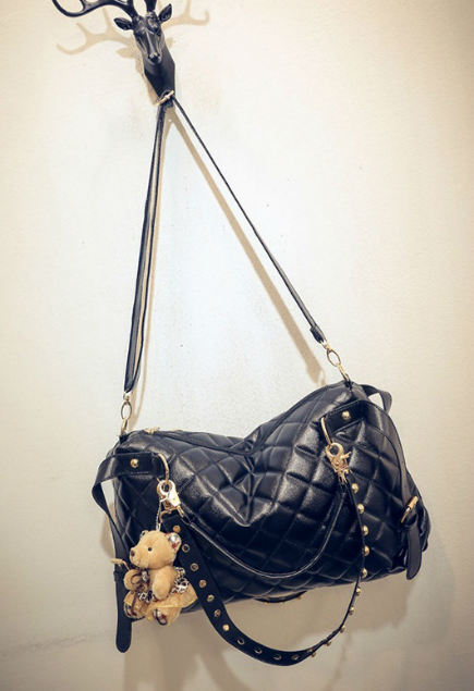 B1943 IDR.178.000 MATERIAL PU SIZE L37XH24XW9CM WEIGHT 700GR COLOR BLACK