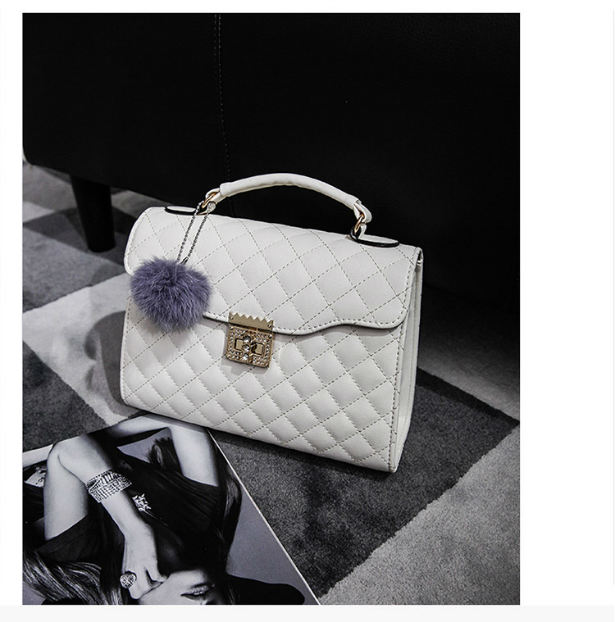 B1956 IDR.182.000 MATERIAL PU SIZE L26XH20XW10CM WEIGHT 800GR COLOR WHITE