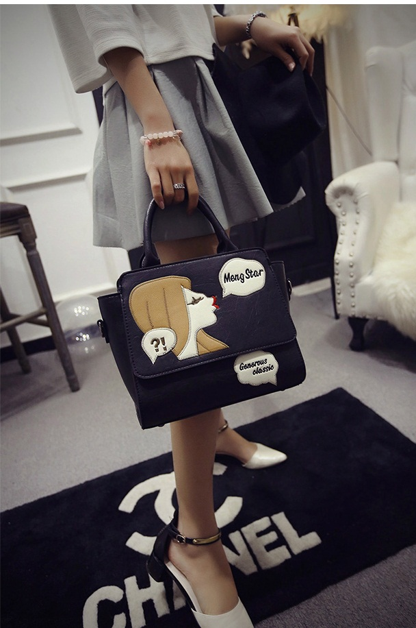 B2002 IDR.182.000 MATERIAL PU SIZE L26XH23XW13CM WEIGHT 750GR COLOR BLACK