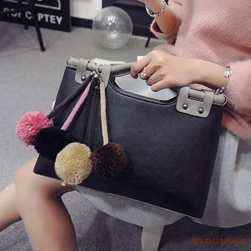 B2016 IDR.182.000 MATERIAL PU SIZE L35XH20XW10CM WEIGHT 700GR COLOR BLACK