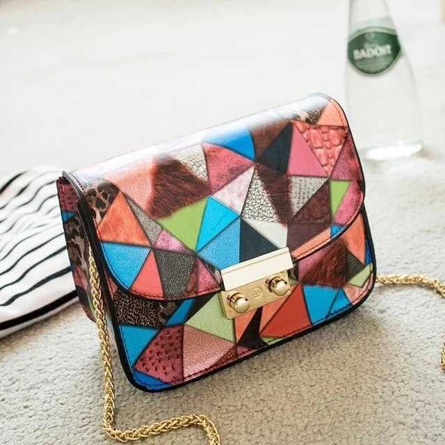 B2031 IDR.160.000 MATERIAL PU SIZE L13XH17XW8CM WEIGHT 450GR COLOR RED