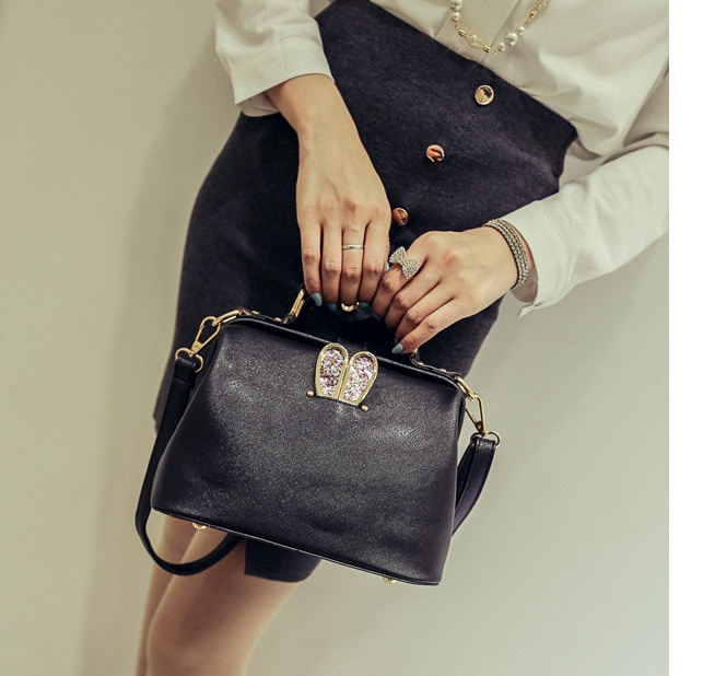 B2055 IDR.179.000 TAS FASHION MATERIAL PU SIZE L24XH17XW12CM WEIGHT 800GR COLOR BLACK