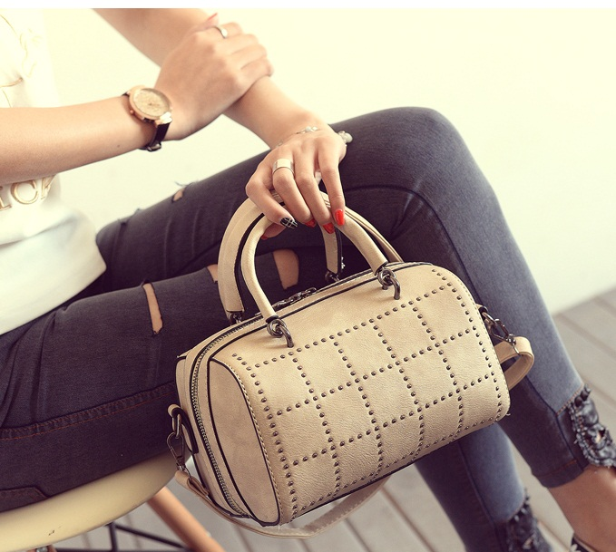 B2079 IDR.170.000 MATERIAL PU SIZE L22XH14XW14CM WEIGHT 650GR COLOR KHAKI