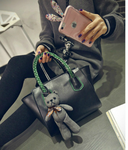 B2088 IDR.182.000 MATERIAL PU SIZE L25-33XH20XW14CM WEIGHT 750GR COLOR BLACK
