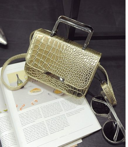B2122 - Harga sebelum Diskon IDR.153.000 MATERIAL PU SIZE L19XH13XW7CM WEIGHT 500GR COLOR GOLD