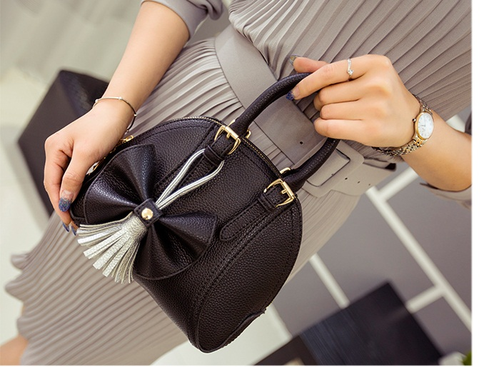 B2127 IDR.165.000 MATERIAL PU SIZE L22XH18XW12CM WEIGHT 650GR COLOR BLACK