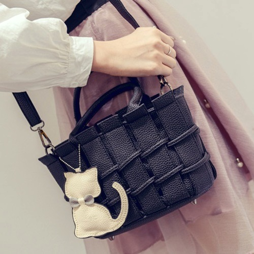 B2202 MATERIAL PU SIZE L22XH16XW10CM WEIGHT 600GR COLOR BLACK