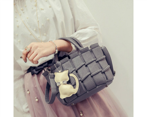 B2202 IDR.166.000 MATERIAL PU SIZE L22XH16XW10CM WEIGHT 600GR COLOR GRAY
