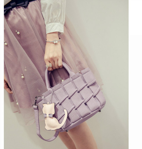 B2202 IDR.166.000 MATERIAL PU SIZE L22XH16XW10CM WEIGHT 600GR COLOR PURPLE
