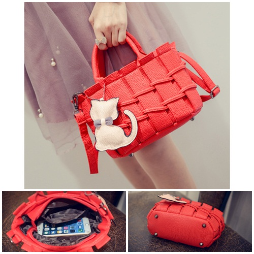 B2202 IDR.166.000 MATERIAL PU SIZE L22XH16XW10CM WEIGHT 600GR COLOR RED