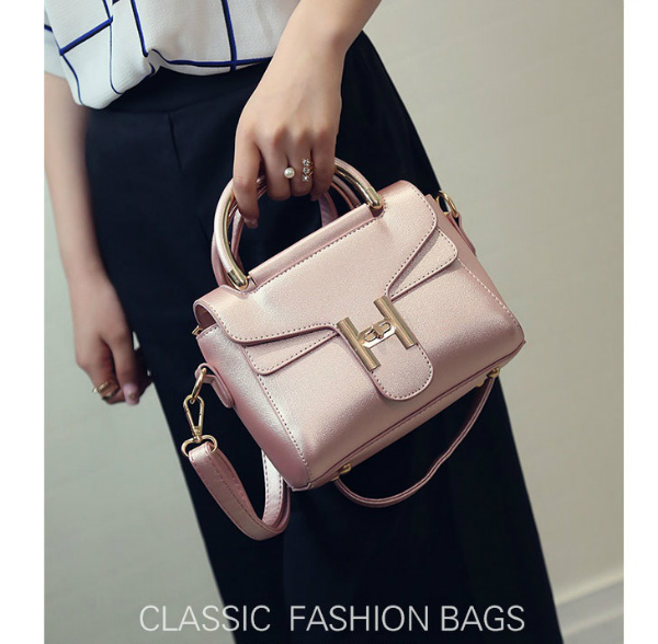 B2233 IDR.168.000 MATERIAL PU SIZE L20XH10XW14CM WEIGHT 600GR COLOR PINK