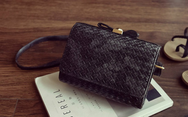 B2287 IDR.152.000 MATERIAL PU SIZE L20XH15XW8CM WEIGHT 550GR COLOR BLACK