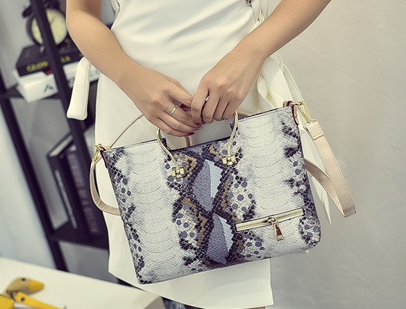 B2294 IDR.183.000 MATERIAL PU SIZE L35XH23XW3CM WEIGHT 700GR COLOR GRAY