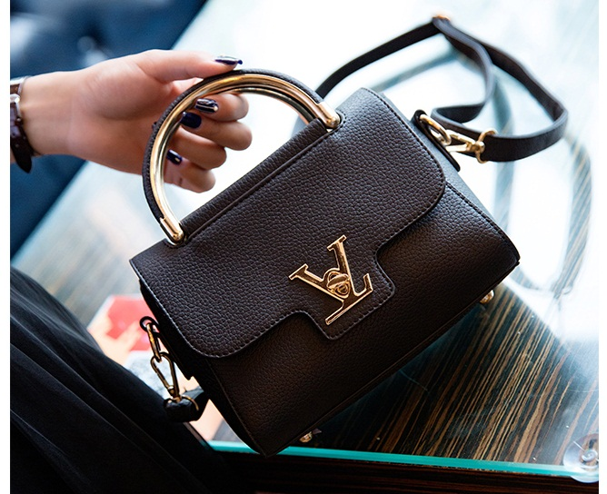 B2299 IDR.151.000 MATERIAL PU SIZE L20XH16XW7CM WEIGHT 600GR COLOR BLACK