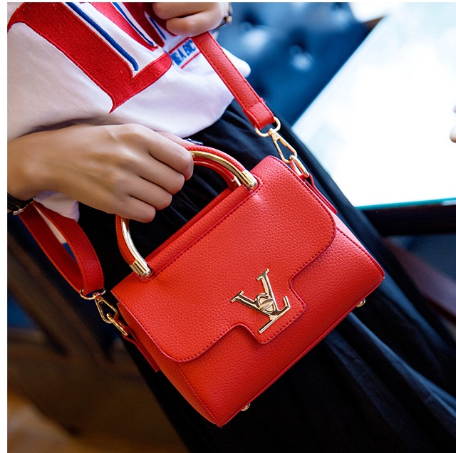 B2299 IDR.151.000 MATERIAL PU SIZE L20XH16XW7CM WEIGHT 600GR COLOR RED