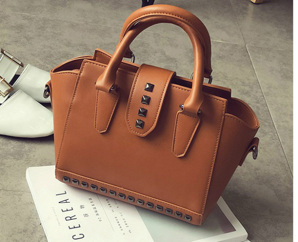 B2322 IDR.180.000 MATERIAL PU SIZE L22XH20XW13CM WEIGHT 700GR COLOR BROWN