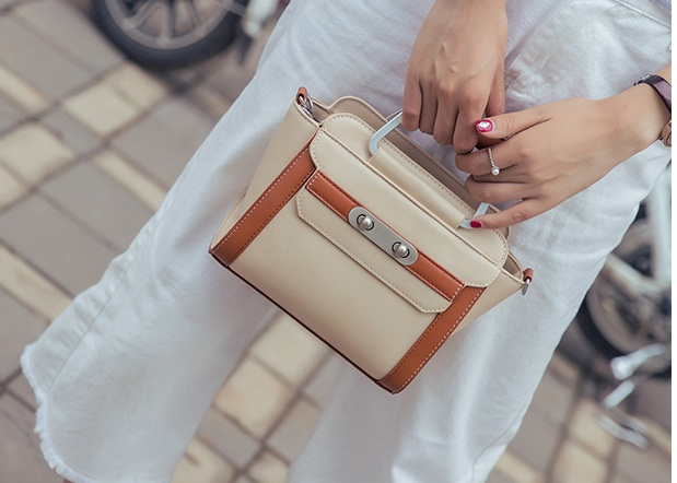 B2324 IDR.179.000 MATERIAL PU SIZE L20XH19XW9CM WEIGHT 700GR COLOR BEIGE