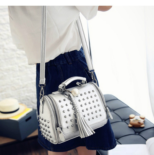 B2407 IDR.172.000 MATERIAL PU SIZE L21XH23XW11CM WEIGHT 650GR COLOR SILVER