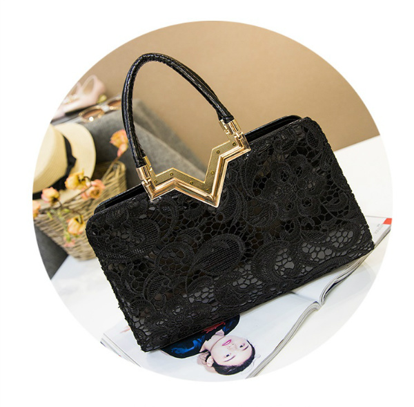 B2420 IDR.172.000 MATERIAL PU SIZE L32XH21XW9CM WEIGHT 750GR COLOR BLACK