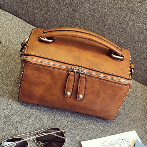 B2432 IDR.176.000 MATERIAL PU SIZE L22XH15XW13CM WEIGHT 700GR COLOR BROWN