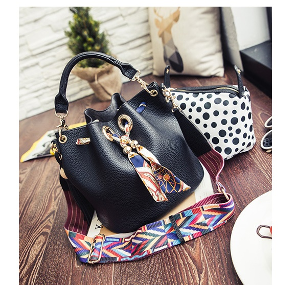 B2456-(2in1) IDR.180.000 MATERIAL PU SIZE L26XH24XW19CM WEIGHT 750GR COLOR BLACK