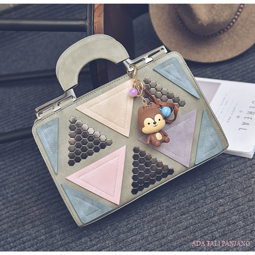 B2505 IDR.188.000 MATERIAL PU SIZE L31XH21XW11CM WEIGHT 850GR COLOR GRAY