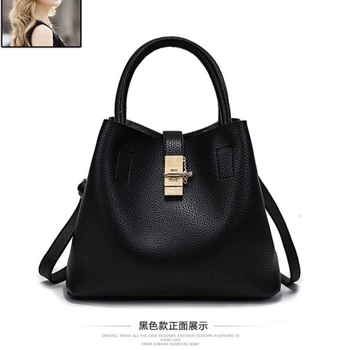 B2520 IDR.166.000 MATERIAL PU SIZE L29XH22XW13CM WEIGHT 600GR COLOR BLACK