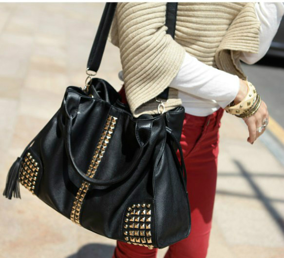 B2610 IDR.195.000 MATERIAL PU SIZE L40XH30XW13CM WEIGHT 950GR COLOR BLACK