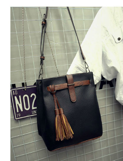 B27005 IDR.163.000 MATERIAL PU SIZE L30XH33XW13CM WEIGHT 750GR COLOR BLACK