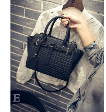 B27039 IDR.201.000 MATERIAL PU SIZE L26XH23XW10CM WEIGHT 900GR COLOR BLACK