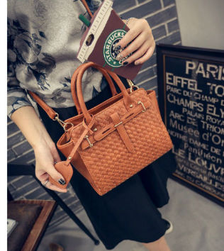 B27039 IDR.201.000 MATERIAL PU SIZE L26XH23XW10CM WEIGHT 900GR COLOR BROWN
