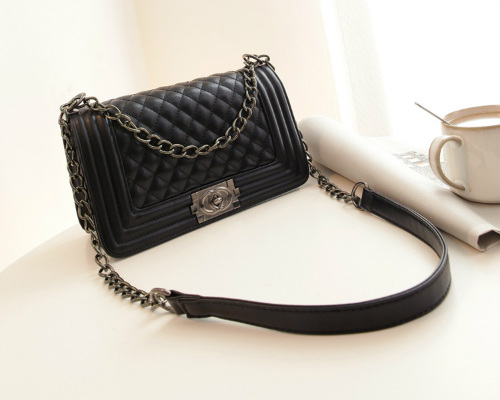 B27070 IDR.165.000 MATERIAL PU SIZE L26XH16XW12CM WEIGHT 650GR COLOR BLACK