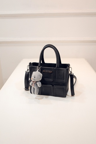 B27190 IDR.162.000 MATERIAL PU SIZE L21XH16XW11CM WEIGHT 600GR COLOR BLACK