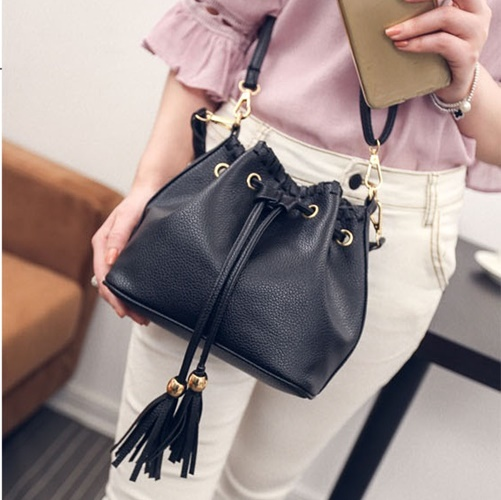 B27196 IDR.155.000 MATERIAL PU SIZE L22XH19XW13CM WEIGHT 500GR COLOR BLACK