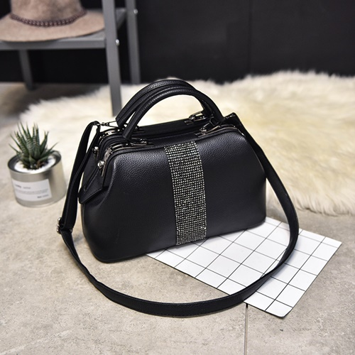 B2741 IDR.180,000 MATERIAL PU SIZE L31XH16XW14CM WEIGHT 1000GR COLOR BLACK