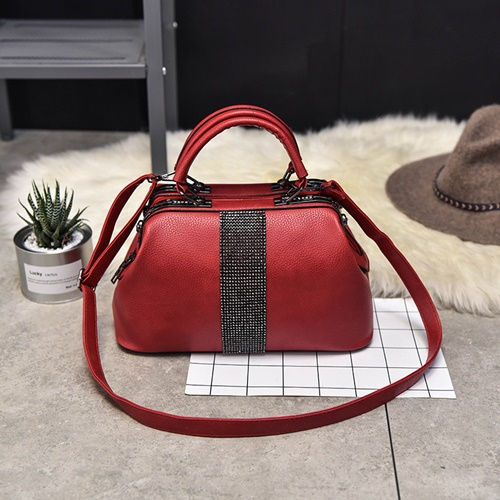 B2741 IDR.180,000 MATERIAL PU SIZE L31XH16XW14CM WEIGHT 1000GR COLOR RED