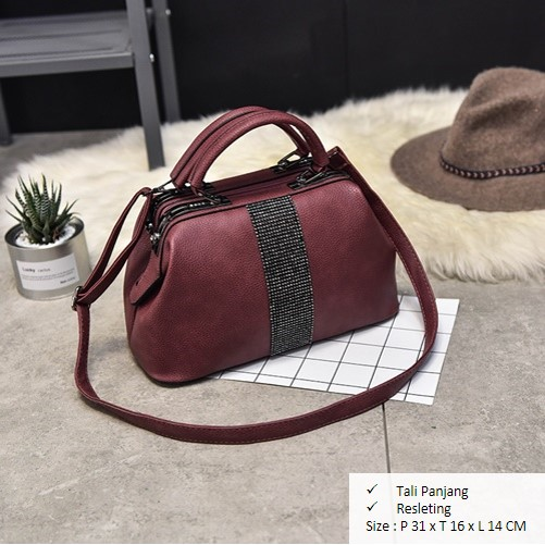 B2741 IDR.180,000 MATERIAL PU SIZE L31XH16XW14CM WEIGHT 1000GR COLOR  WINE