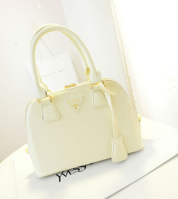 B2744 IDR.152.000 MATERIAL PU SIZE L23XH18XW8CM WEIGHT 600GR COLOR BEIGE